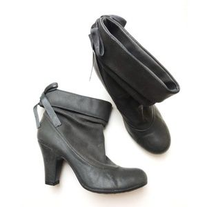 Hot Kiss • Grey Bow Ankle Booties
